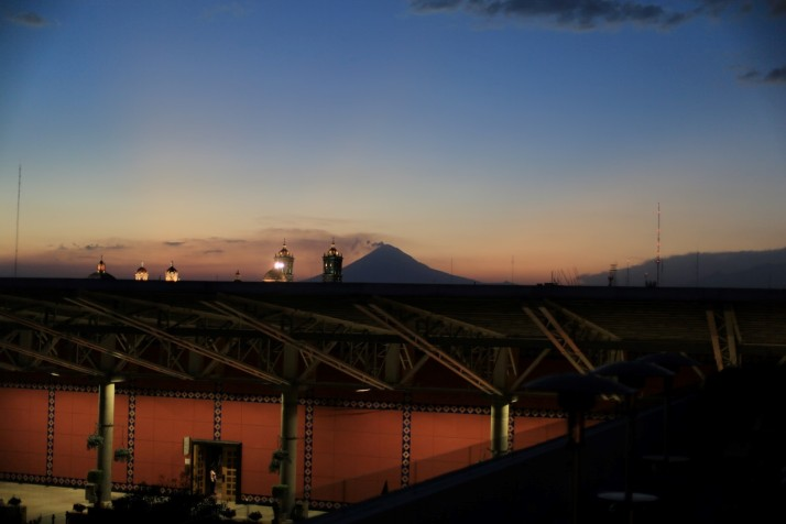 The volcano Popocatépetl in the distance
