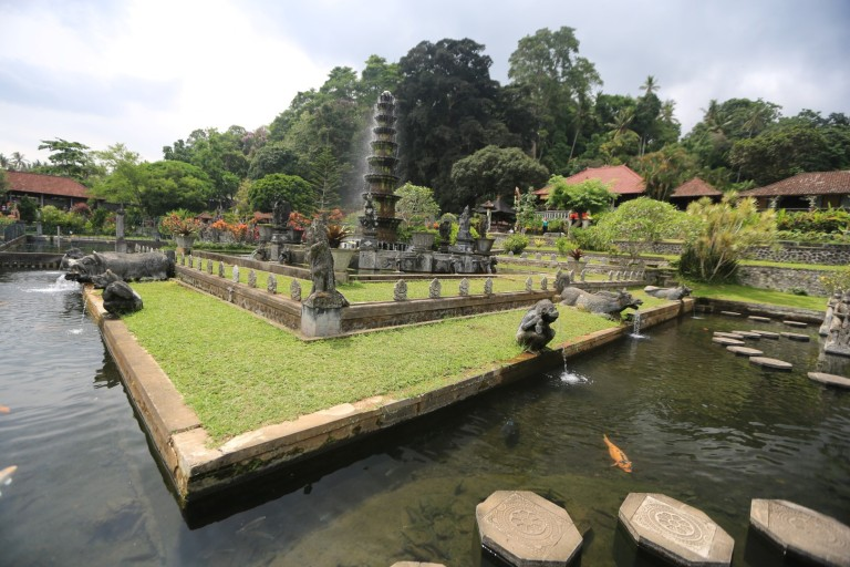 Another side of the water palace